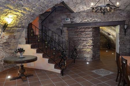 Gewölbekeller (Eventlocation für Feiern bzw. Events): Aufgang zum Restaurant und Zugang zu den Toiletten