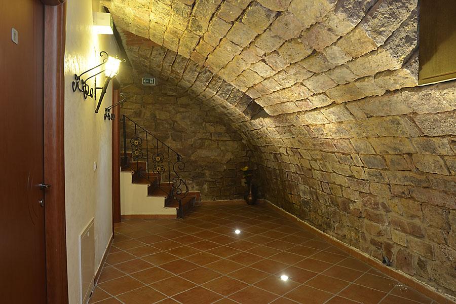 Gewölbekeller (Eventlocation für Feiern): Zugang zu den Toiletten und zweiter Aufgang zur Terrasse