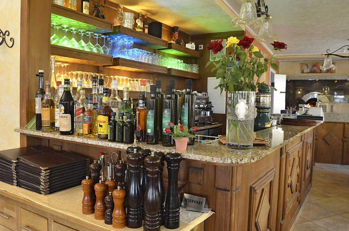 Theke im Restaurant La Corona in Maikammer