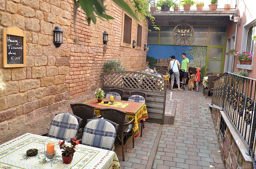 Terrasse vom Restaurant La Corona, Maikammer / Pfalz