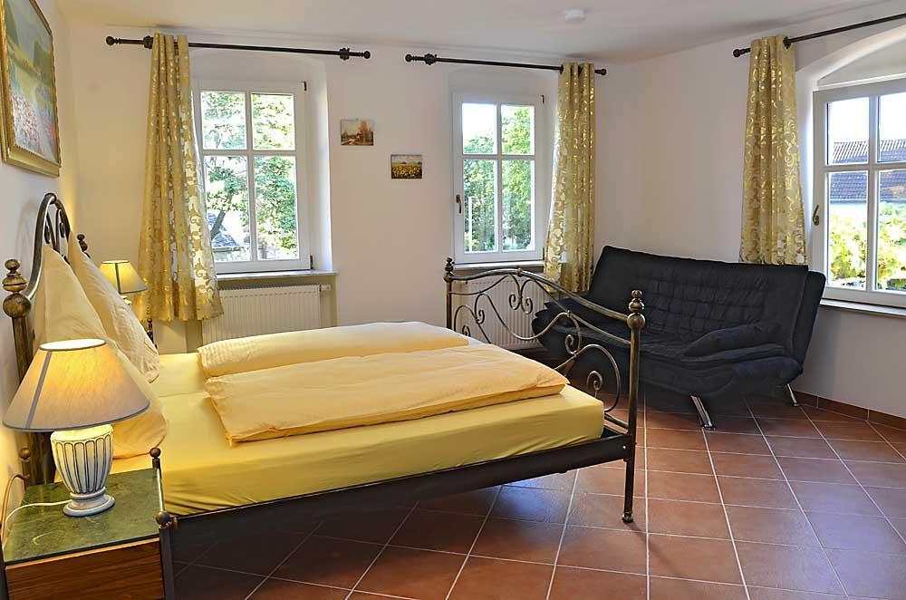 Großes Doppelzimmer mit Couch